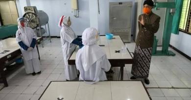 Ganjar Kunjungi Dua Sekolah Role Model Belajar Tatap Muka