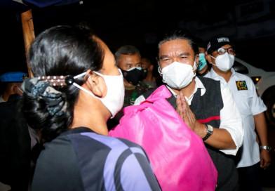 Sekda Al Muktabar Bersama Forkopimda Provinsi Banten Lakukan Patroli Bagikan Paket Bansos